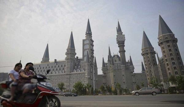 چینی ها از نمونه های مینیاتوری جاذبه های جهان هم پول پارو میکنند