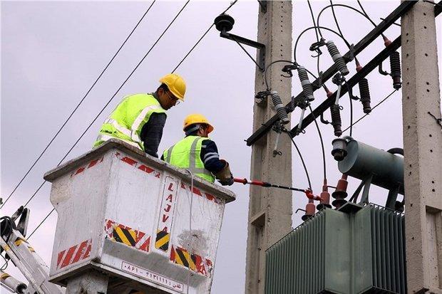 2450متر شبکه توزیع برق گرمسار بهسازی شد
