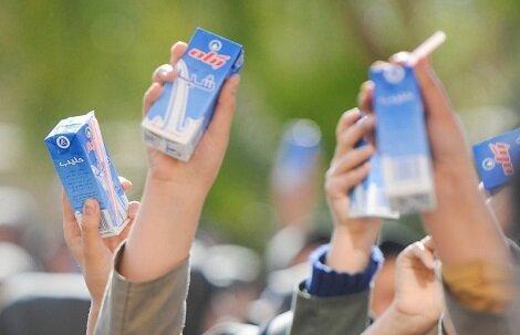 توزیع شیر در مدارس مناطق محروم شروع شد