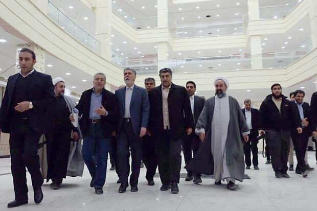 وزیر ارشاد از پروژه های کتابخانه و تالار مرکزی اراک بازدید کرد