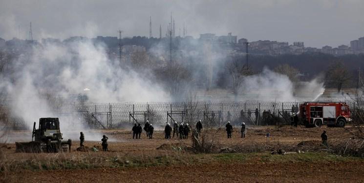 استقبال پلیس یونان از پناهجویان با گاز اشک آور، ترکیه: یونان از گلوله جنگی استفاده می نماید