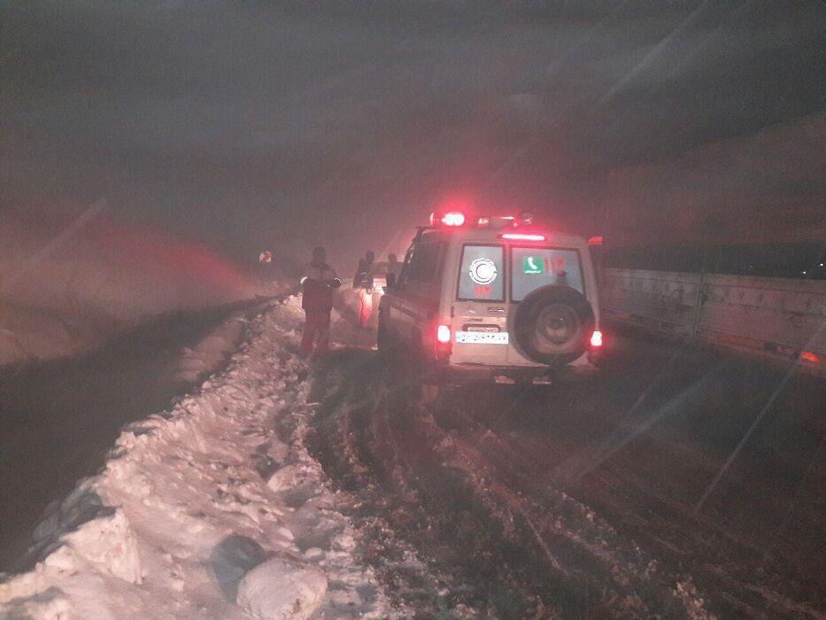 خبرنگاران 8 تیم امدادی به مناطق زلزله زده زرآباد اعزام شدند