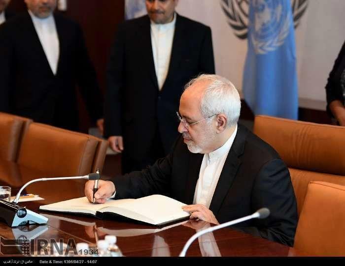 خبرنگاران ظریف: جامعه جهانی به تحریم های غیرانسانی آمریکا علیه ایران توجه نکند