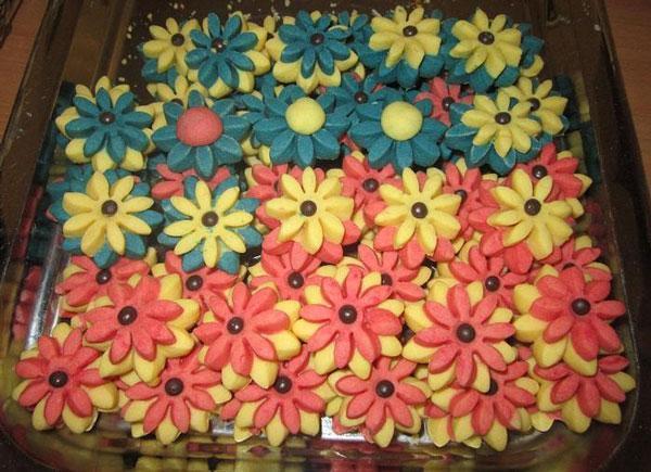 طرز تهیه شیرینی گل مینا (مخصوص نوروز) به 2 روش عالی