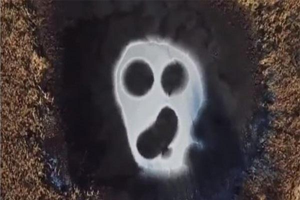 تصویری نایاب از یک روح بر روی دریاچه!