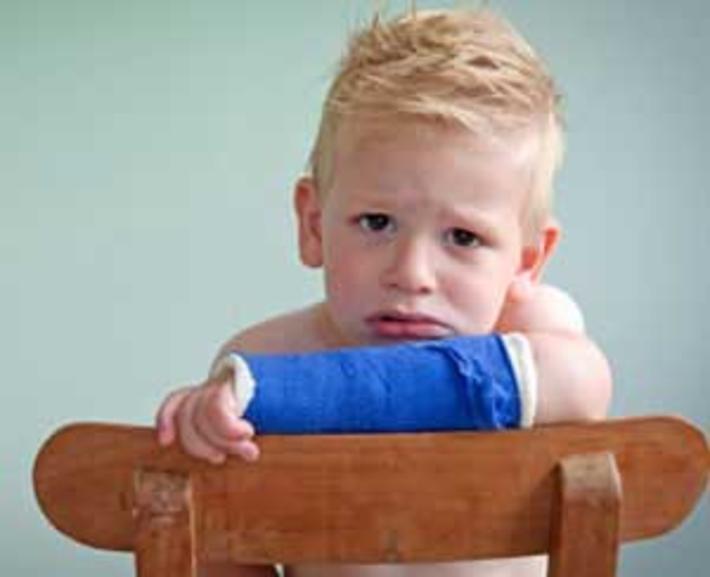 رفتار والدین هنگام زمین خوردن بچه ها