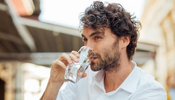 نوشیدن آب و 5 تاثیر شگفت انگیز آن روی مغز!